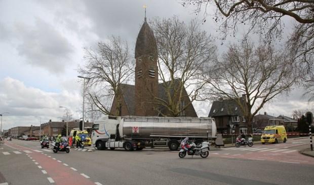 De inmiddels  'beruchte' kruising Eerste Stationsstraat / Karel Doormanlaan. Vrijdagmiddag 8 maart was het weer raak. Een fietser raakte ernstig gewond.  Foto: Regio15.nl / Roy Wolters