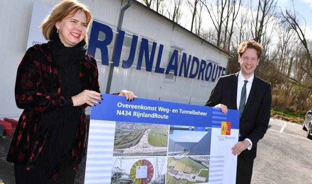 Minister Cora van Nieuwenhuizen en gedeputeerde Floor Vermeulen bij de ondertekening van de beheerovereenkomst van de tunnel (foto: PZH).