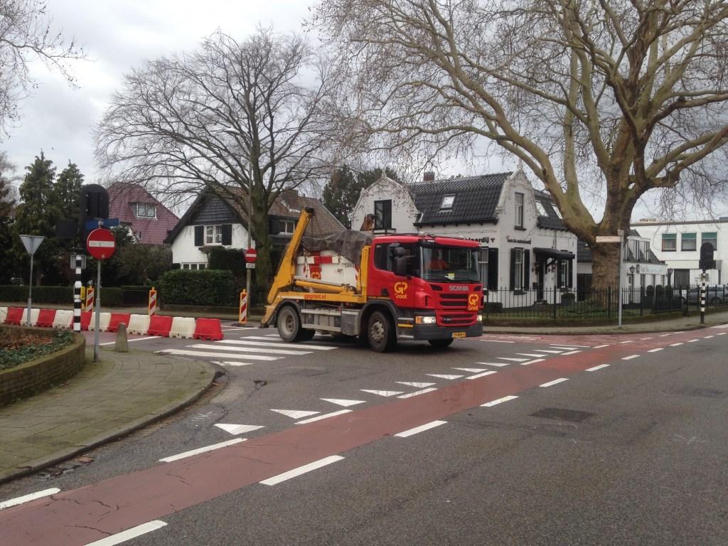 Vrachtwagen richting Karel Doormanlaan.  © Postiljon