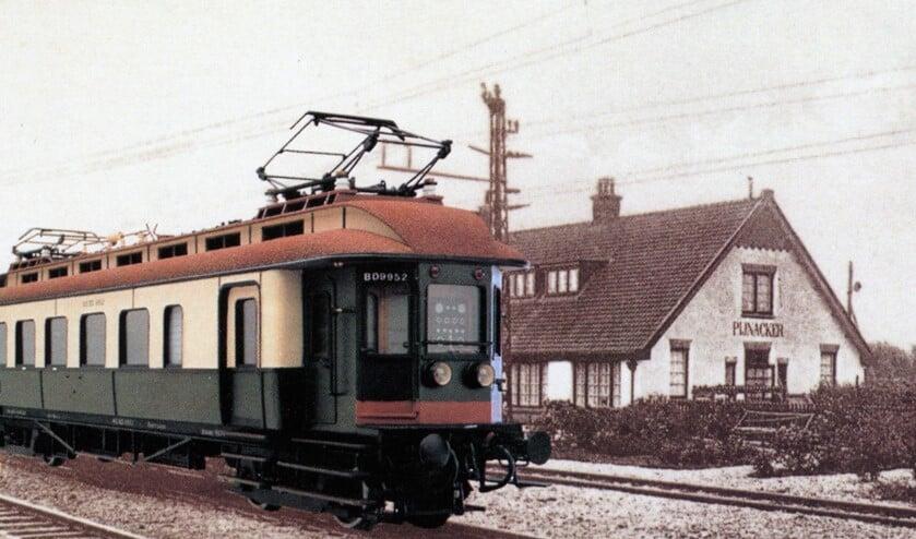 Trein bij voormalig treinstation Pijnacker.