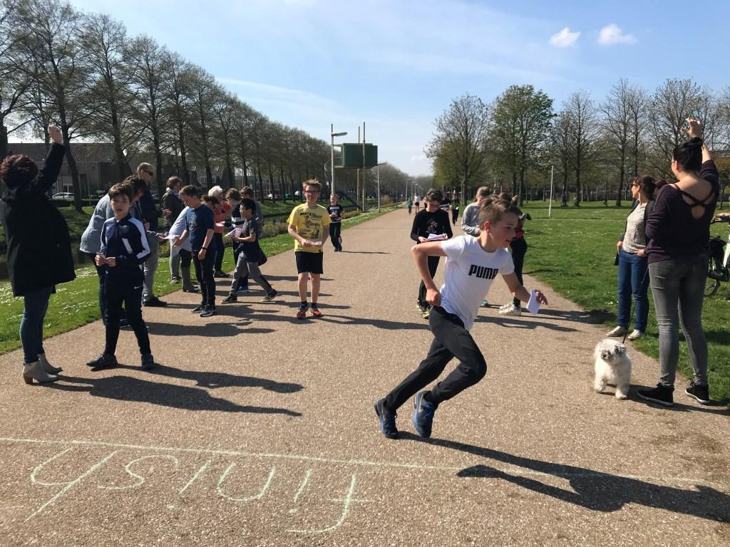 De leerlingen hebben vol enthousiasme geld bijeen gerend voor War Child. Foto: pr  © Postiljon