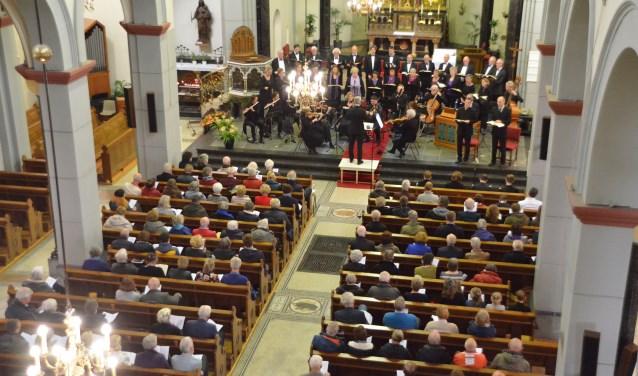 Het Concertkoor Zuid-Holland, L'Orchestre de Beaubourg en de solisten maakten er een prachtige uitvoering van. (Foto: Alex Walterbos)