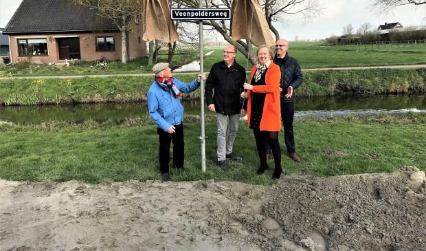 Het Hoogheemraadschap van Rijnland (HHR) heeft de werkzaamheden aan de Veenpoldersweg stilgelegd omdat er afschuiving van grond naar de hoofdwatergang langs de Westeinderweg heeft plaatsgevonden (archieffoto).