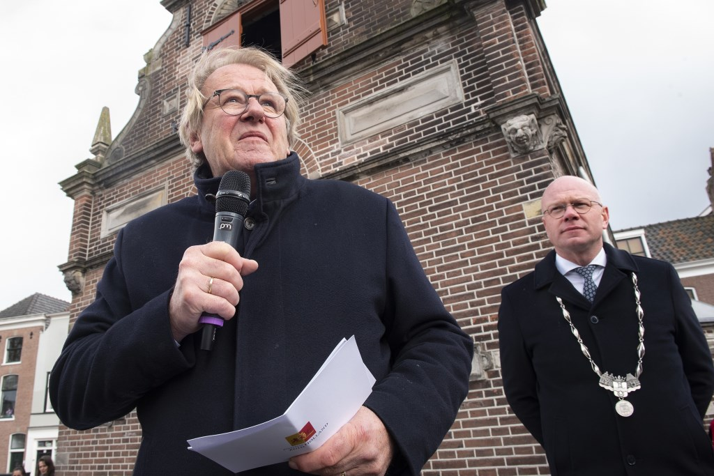 Commissaris van de Koning Jaap Smit opende het gerenoveerde sluiscomplex te Leidschendam (foto: Michel Groen). Michel Groen © Het Krantje