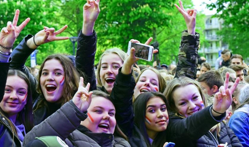 Veel jong publiek, dansend, filmend en zingend. Een mooi Zoetermeers feest in het teken van de vrijheid. Tekst en foto's: Jerrold Mallee