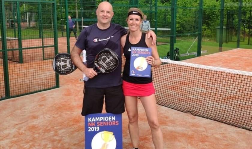 Iris en Ivo werden met applaus onthaald bij terugkeer op het ALTV-tennispark in Zoetermeer. Foto: pr