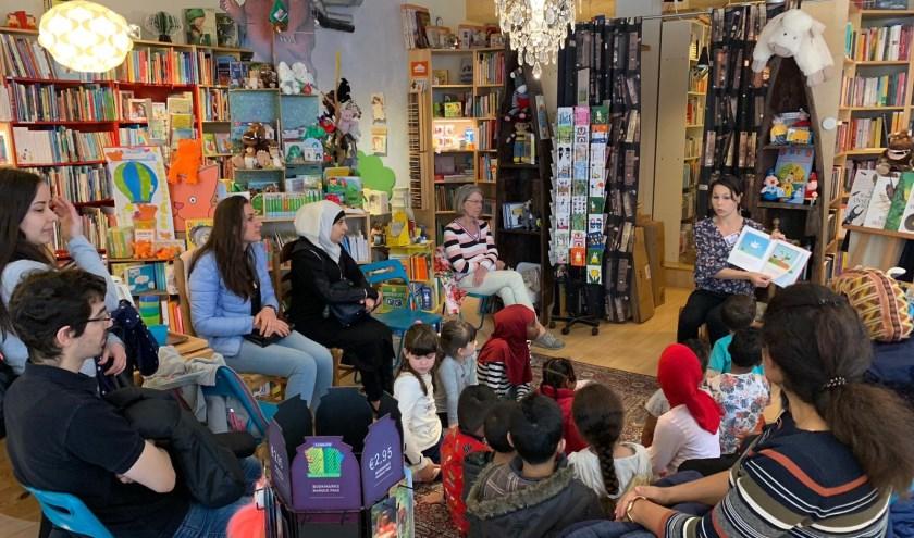 Stichting Piëzo doneerde de prentenboeken in het kader van de leesbevorderingscampagne 'geef een prentenboek cadeau'. Foto: pr