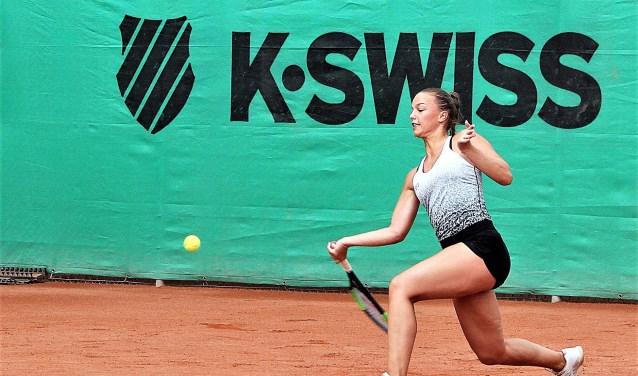 Sem Wensveen in actie voor tennisvereniging LTC Leeuwenbergh op Sportpark Leeuwenbergh (foto: pr LTC Leeuwenbergh).