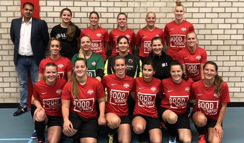 De damesafdeling van zaalvoetbalvereniging Mazzelstars timmert hard aan de weg. Foto: pr