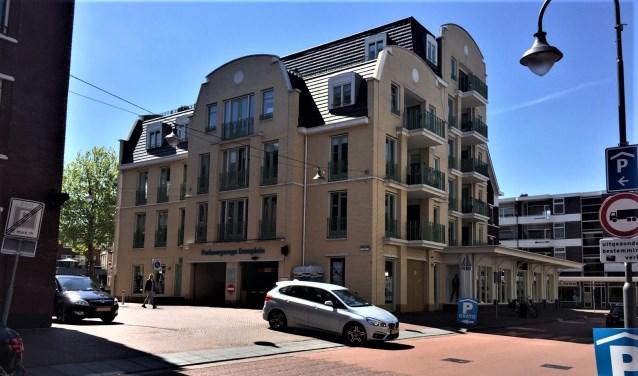 De ingang van de parkeergarage Damplein, waarin vanaf juni een blauwe zone wordt ingevoerd (foto: pr gemeente LDVB).
