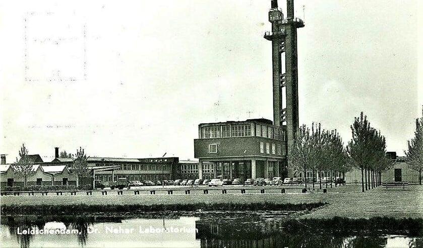 Het Dr. Neherlaboratorium in Leidschendam, toen nog niet omringd door bebouwing (archieffoto).
