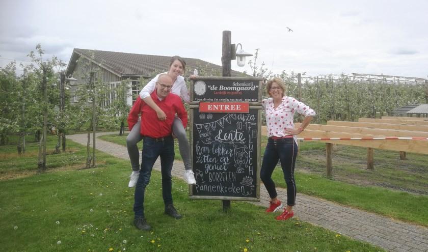 Schenkerij 'de Boomgaard', een oase aan rand van de stad. Dochter Elsemarie, Jan en Mieke Sonneveld. Tekst en foto: Leon Klein