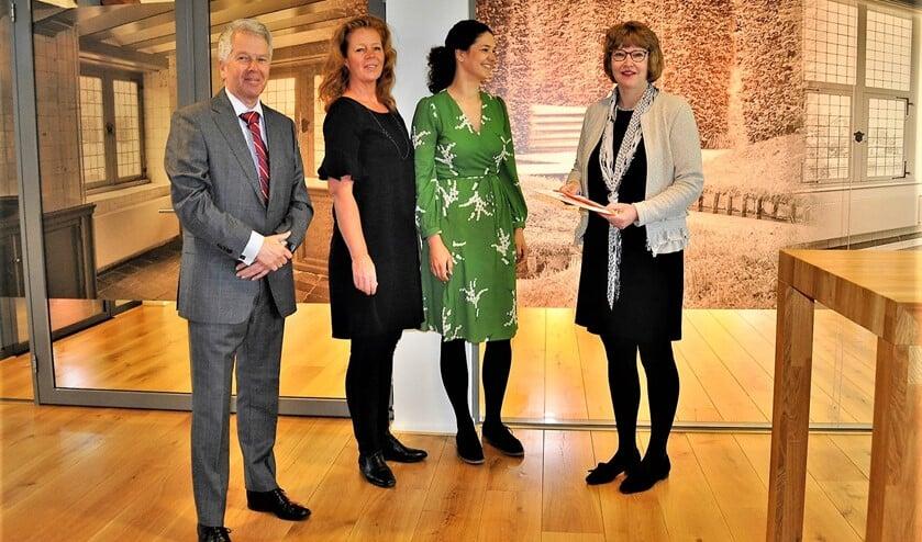 V.l.nr. Geurt Thomas, Karijn de Jong, Lonneke van den Berg en wethouder Juliette Bouw (foto: pr).