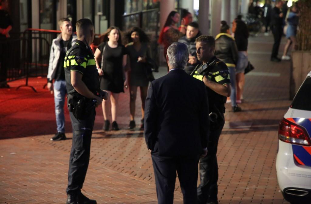 Burgemeester Aptroot liep toevallig deze avond een dienst mee met de politie en was getuige van de inzet. Foto: Regio15.nl  © Postiljon