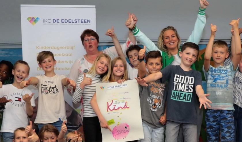 Leerlingen van de Edelsteen met Anita van der Voort en juf Cynthia. Foto: Jan van Es