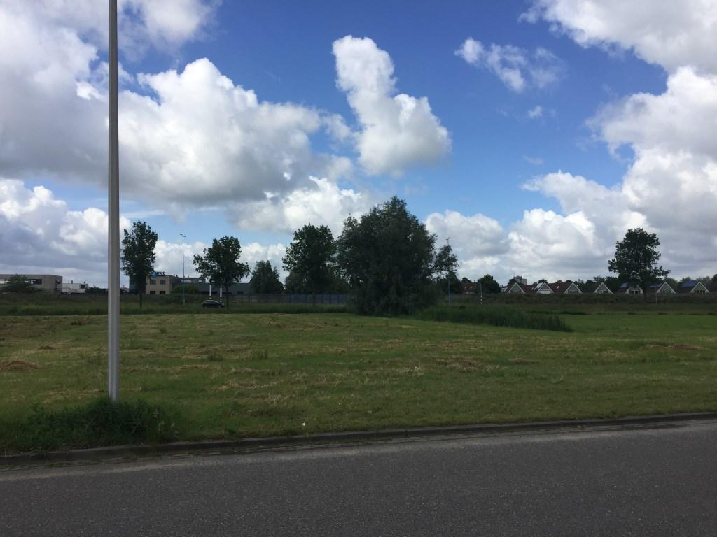 Zicht vanaf de locatie richting rand wijk Rokkeveen-Oost.  © Postiljon