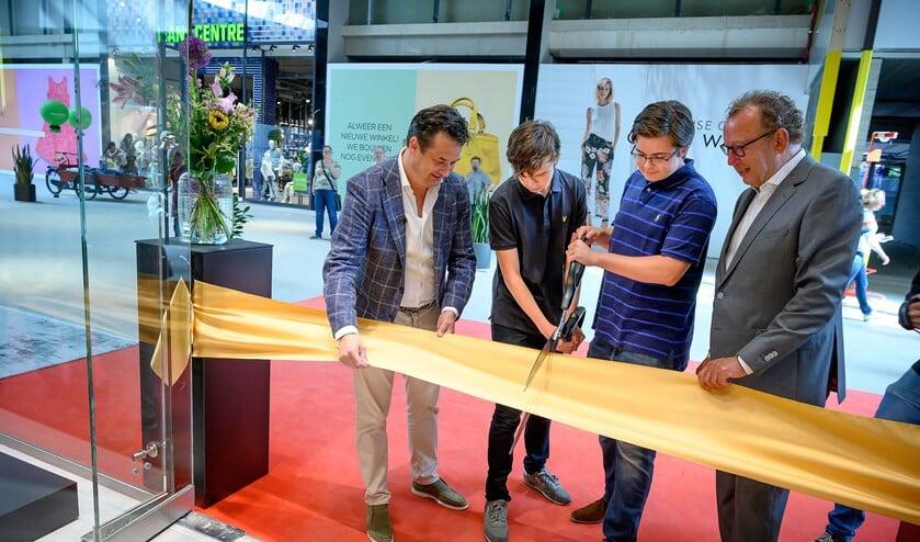 De opening van de flagshipstore van schoenketen Nolten in Leidsenhage, straks Westfield Mall of the Netherlands (foto: Hein Athmer).