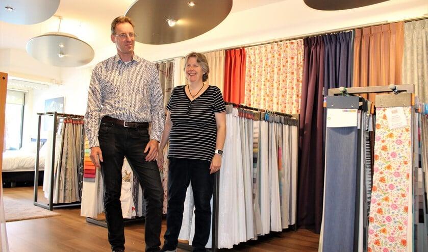Taco en Ellen Bergshoeff in hun winkel aan de Koningin Julianalaan in Voorburg (foto/tekst: Dick Janssen).