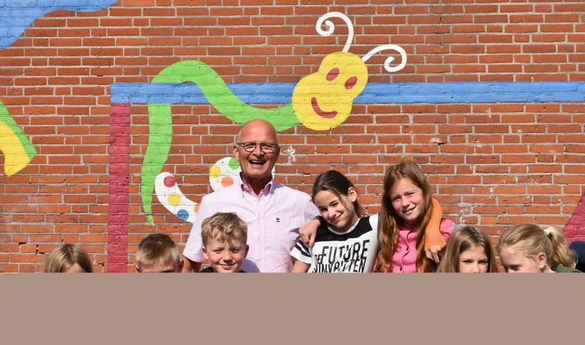 Kees van der Aar: 'Ik ben hier altijd midden tussen de kinderen en daar word ik vrolijk van.' Tekst en foto: Renate Mamber