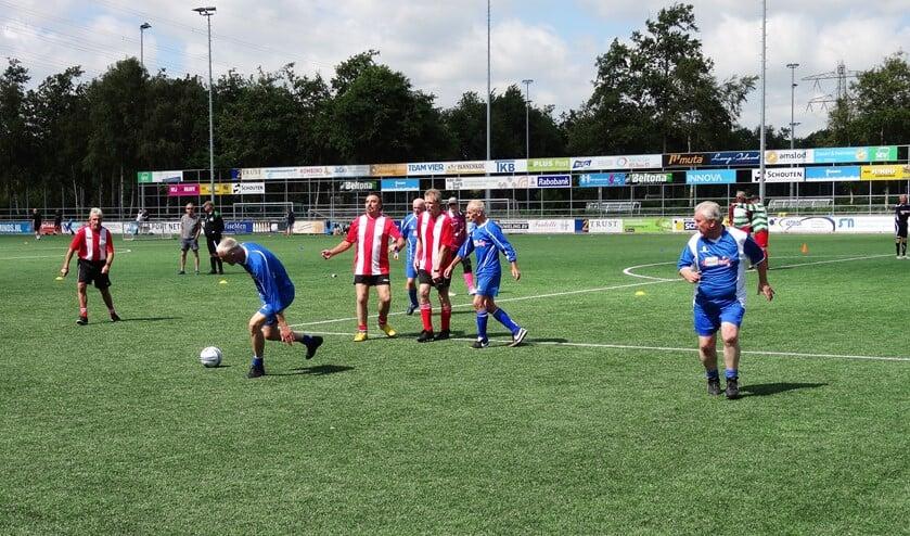 Tijdens het walking football-toernooi ging het niet om de prijzen, maar om spelplezier en gezelligheid (foto: pr SEV).
