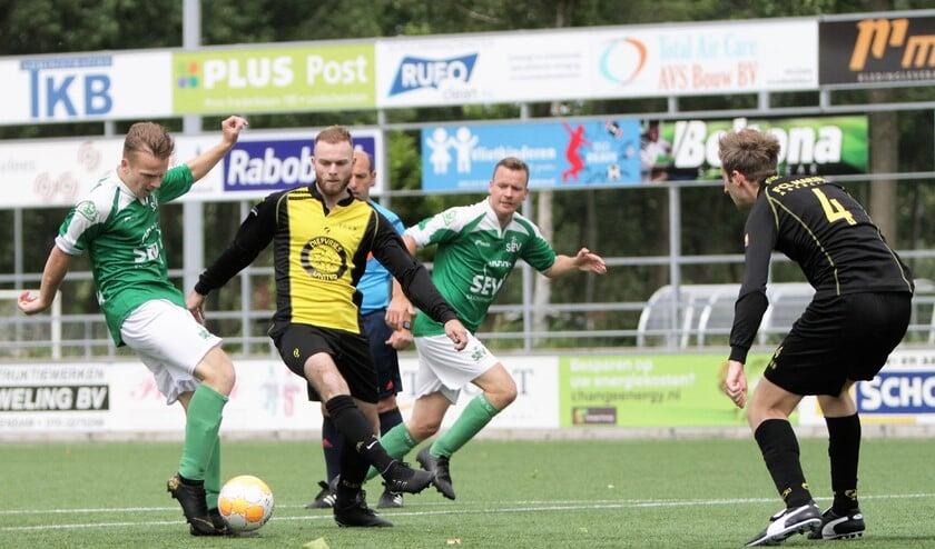 Jasper Koning (SEV) scoort al na 1 minuut het openingsdoelpunt, maar het mocht niet baten (foto: Rik Driessen).