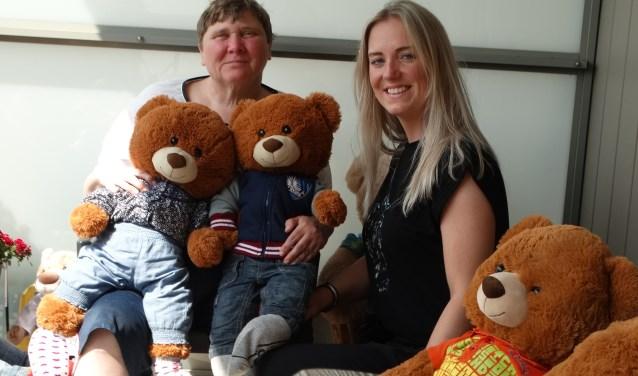 Roxy met bewoonster Carolien en haar berenfamilie.