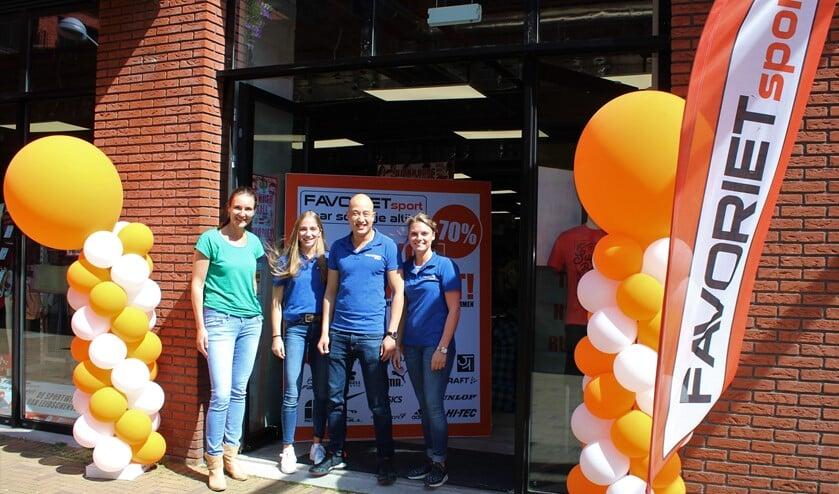 Het team van Favoriet Sport aan de Simon Carmiggelthof in winkelcentrum 't Hoge Veen in Leidschenveen (foto/tekst: DJ).