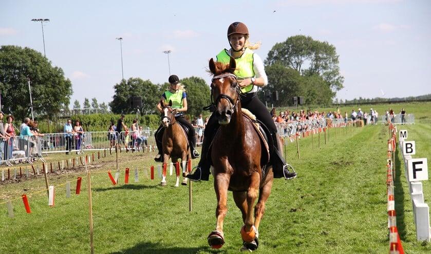 Omdat het de 50 keer is dat tijdens de Stompwijkse Paardendagen de ponyrennen  worden georganiseerd, staat 2019 in het teken van de pony's en hun ruiters (fotografie Carmen).