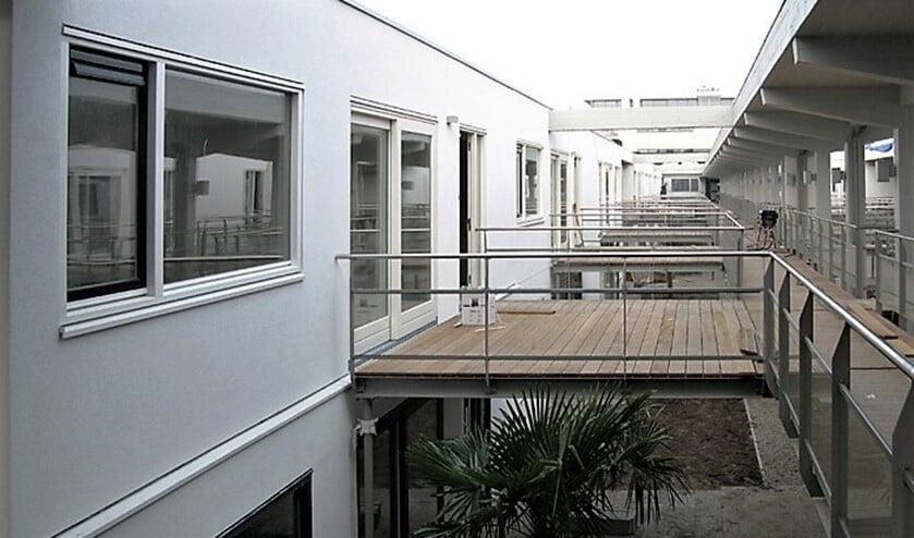 De bovenverdieping van hal E van het gebouw waarvan nu een vide is gemaakt (foto: Arie de Jong).