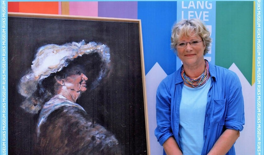 Maria Kroon maakte in de stijl van Rembrandt een portret van haar schildersmaatje Riet Luckel (foto: pr).