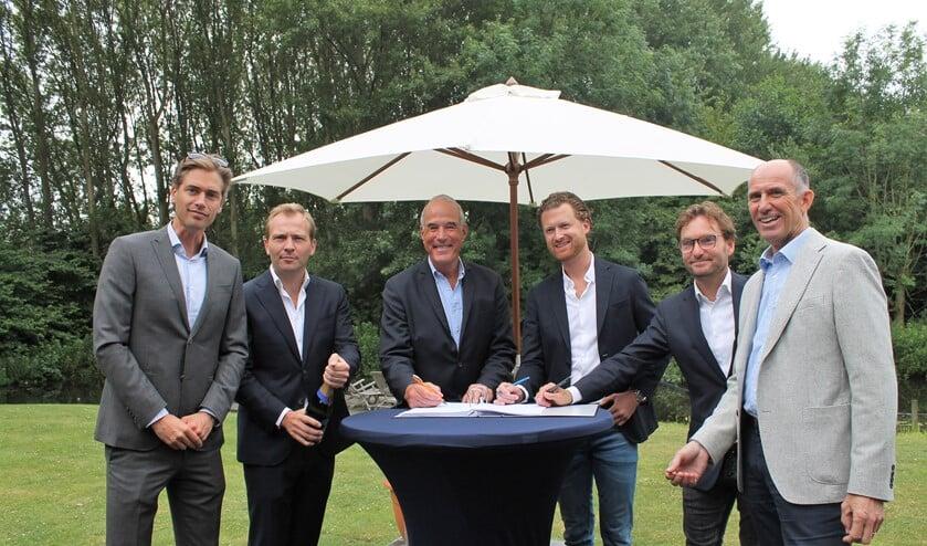 V.l.n.r. Marius Heijn (KWV), Evert van Imhoff (Kondor Wessels), Bart Carpentier Alting (directeur Vlietland BV), Peer de Rooij (DGI), Willem Gaymans en Richard Elbersen (Kondor Wessels) (foto: Daphne van Velzen).
