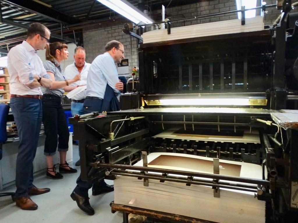 Oldtimer drukpers werkt nog steeds.  © Telstar Uitgeverij B.V