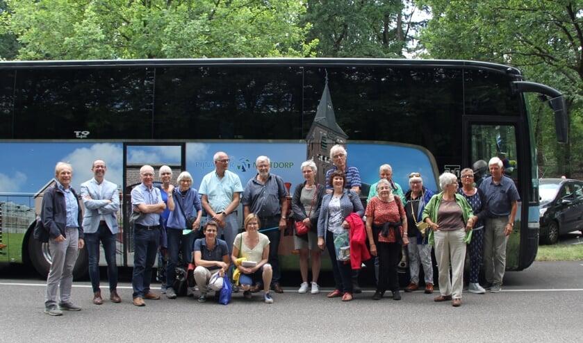De leden van De Verbeelding op schoolreisje met de Sponsorbus naar het Kröller Müller Museum.