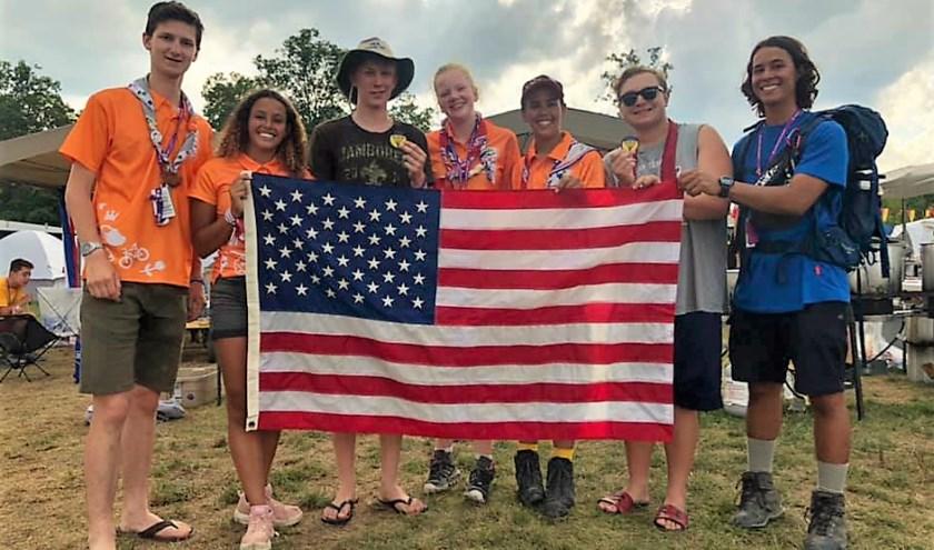 Deze bijzondere ontmoeting tijdens de 24e Wereld Jamboree in Amerika is natuurlijk op de foto vastgelegd. Foto: pr