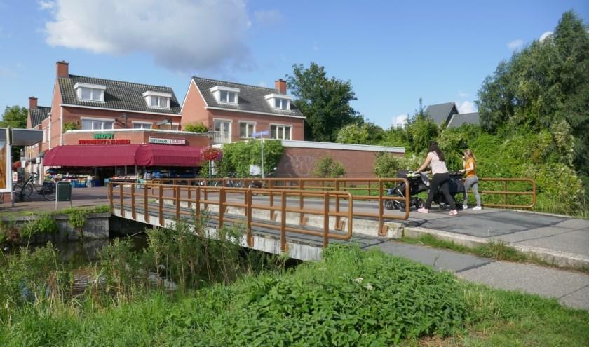 De huidige situatie bij de brug (en loopbrug) nabij de Dorpsstraat. Foto: Jan van Es