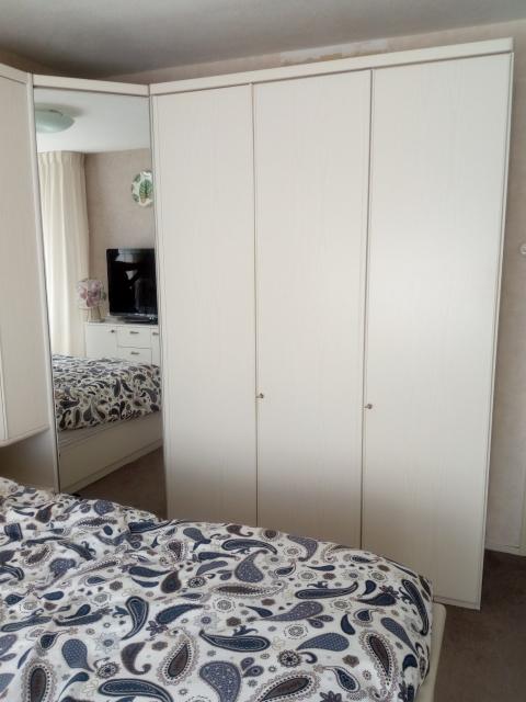 Witte Slaapkamer Kasten Met 2 Persoons Ledikant Marktplein