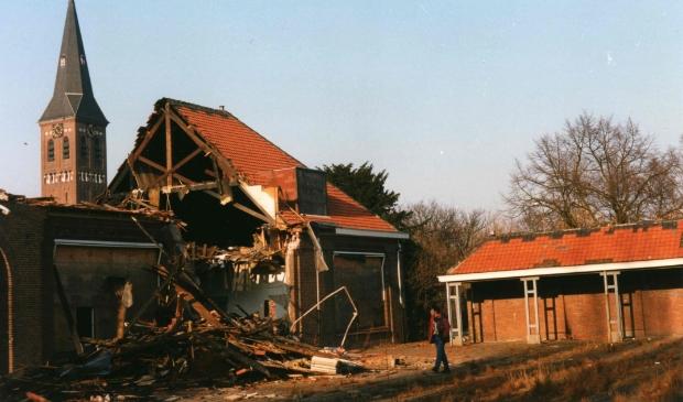 Schade aan de Mariaschool na de brand, februari 1996. Foto Nel Fransoo.  © Telstar Uitgeverij B.V