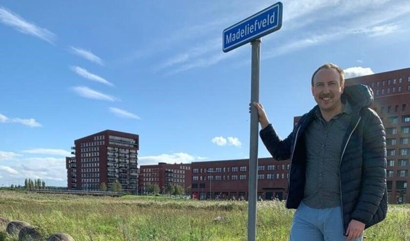 <p>William De Blok in Leidschenveen: 'Ecologische zone Madeliefveld moet de aandacht krijgen die het verdient.' Foto: pr</p>