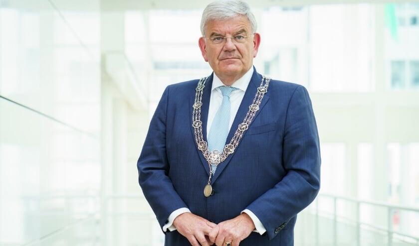 <p>Burgemeester Jan van Zanen: &#39;Zolang er geen vaccin bestaat is corona een groot gevaar. In de eerste plaats voor ouderen en mensen met gezondheidsproblemen. Maar corona kan ons allemaal treffen.&#39; Foto: Gemeente Den Haag</p>