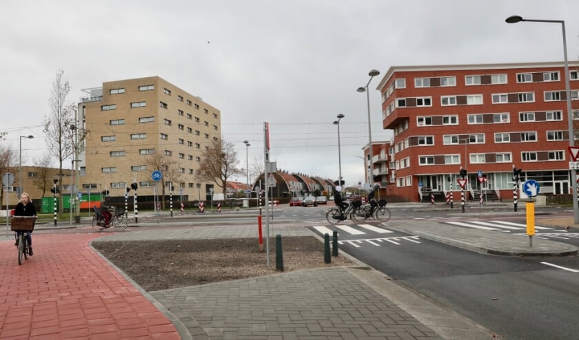<p>De kruising van Vrouw Avenweg-Laan van Leidschenveen en Cor Spaanslaan is grondig opgeknapt. Foto: Jan van Es</p>
