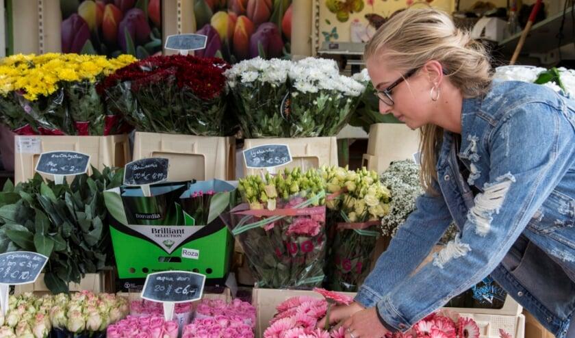 """<p cstyle=""""Normaal"""" pstyle=""""Platte tekst"""">Inwoners van Den Haag worden de komende tijd gestimuleerd vooral bij winkels in de buurt hun boodschappen te doen en cadeaus te kopen voor de feestdagen. Foto: Emmy de Graaf</p>"""