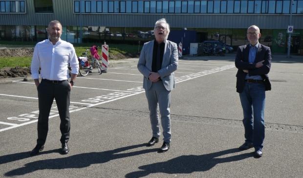 Martijn van Rheenen (projectbegeleider), wethouder Bert van Alphen (sociale zaken) en Bram Schinkelshoek (directeur Kessler Stichting) (v.l.n.r.). Foto: Dick Muijs  © Telstar Uitgeverij B.V