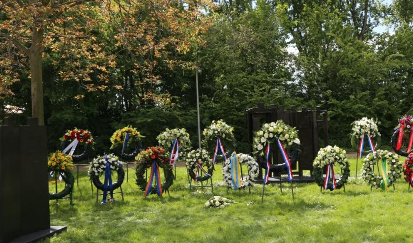 Het monument op het ILSY-plantsoen te Ypenburg. De herdenking op zondag 10 mei zal hier dit jaar slechts als zeer sobere plechtigheid (en vanzelfsprekend zonder publiek) plaatsvinden. Foto: Astrid Abbing