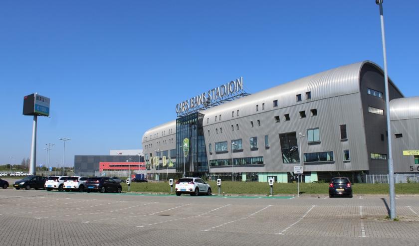 Er komt een tijdelijke corona-zorglocatie met 50 portocabins op het parkeerterrein van het Cars Jeans Stadion. Foto: ADO Den Haag