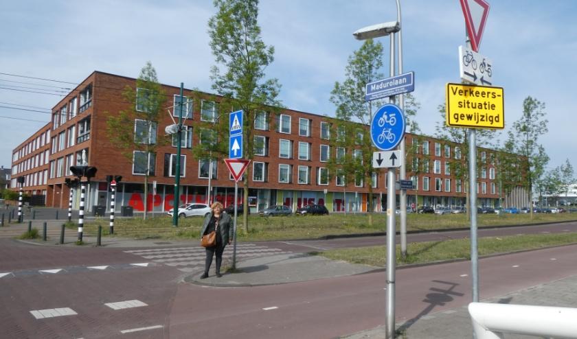 De Laan van Hoornwijck in Ypenburg is nu een voorrangsweg dankzij inspanningen van bewoners. Tekst en foto: Dick Muijs