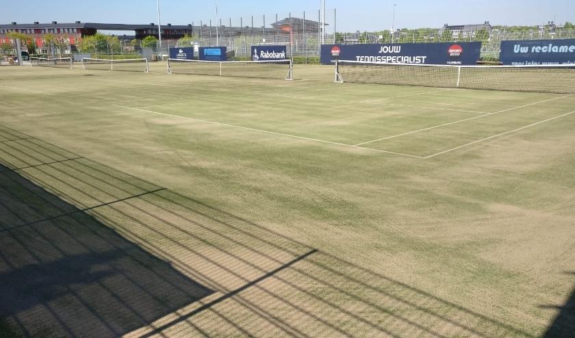 Na het groot onderhoud van de tennisbanen is de afdeling tennis van SV Leidschenveen weer klaar voor het nieuwe seizoen. Foto: pr