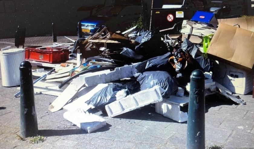 Groot afval naast containers en talrijke illegale dumpingen zijn veel inwoners een doorn in het oog. Foto: https://twitter.com/gdmruimtop