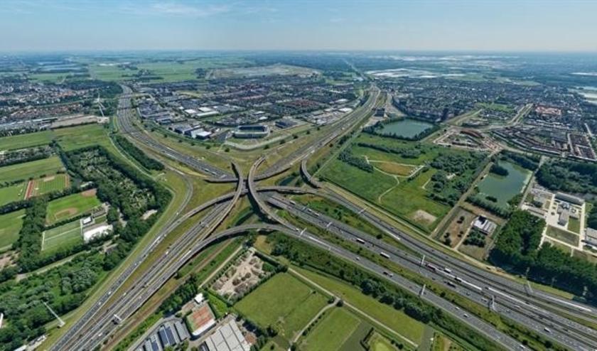 In het ontwerp van de aanpassing wordt de snelweg langs de wijk Leidschenveen vergroot van 12 rijbanen naar 15 rijbanen. Foto: pr