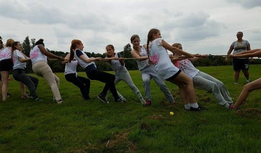De jeugdwerkers van Leidschenveen-Ypenburg kunnen niet wachten om met de meiden op pad te gaan. Foto: pr