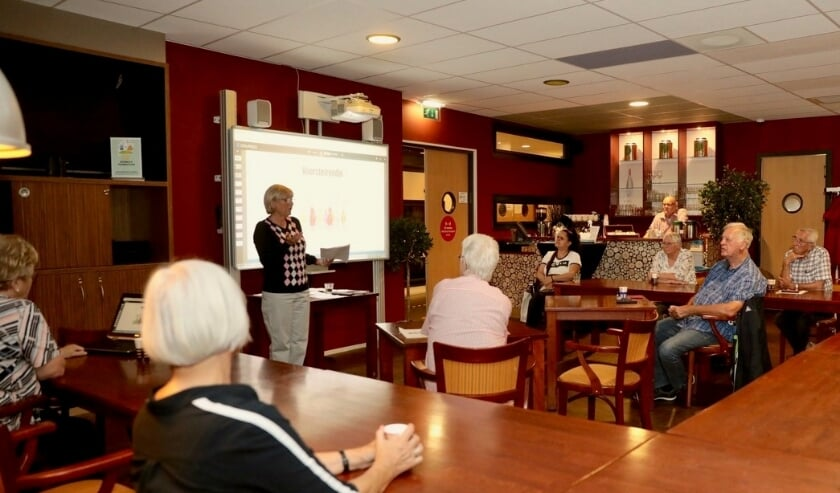 De bijeenkomst (in drie sessies) was voor die bewoners die zich als vrijwillige gastvrouw of gastheer hadden opgegeven. Foto: Jan van Es